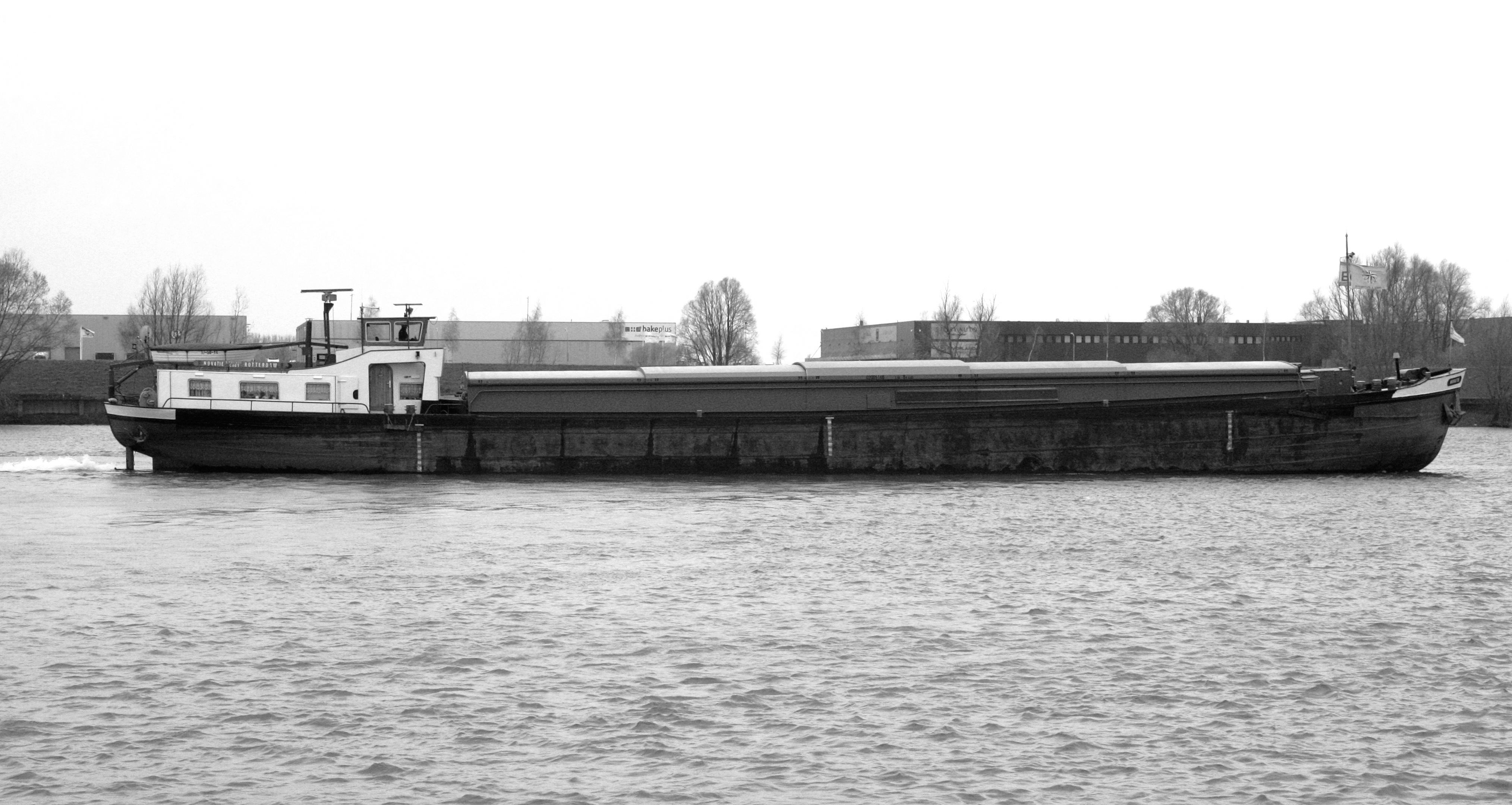 The De Novatie before it was converted into a houseboat