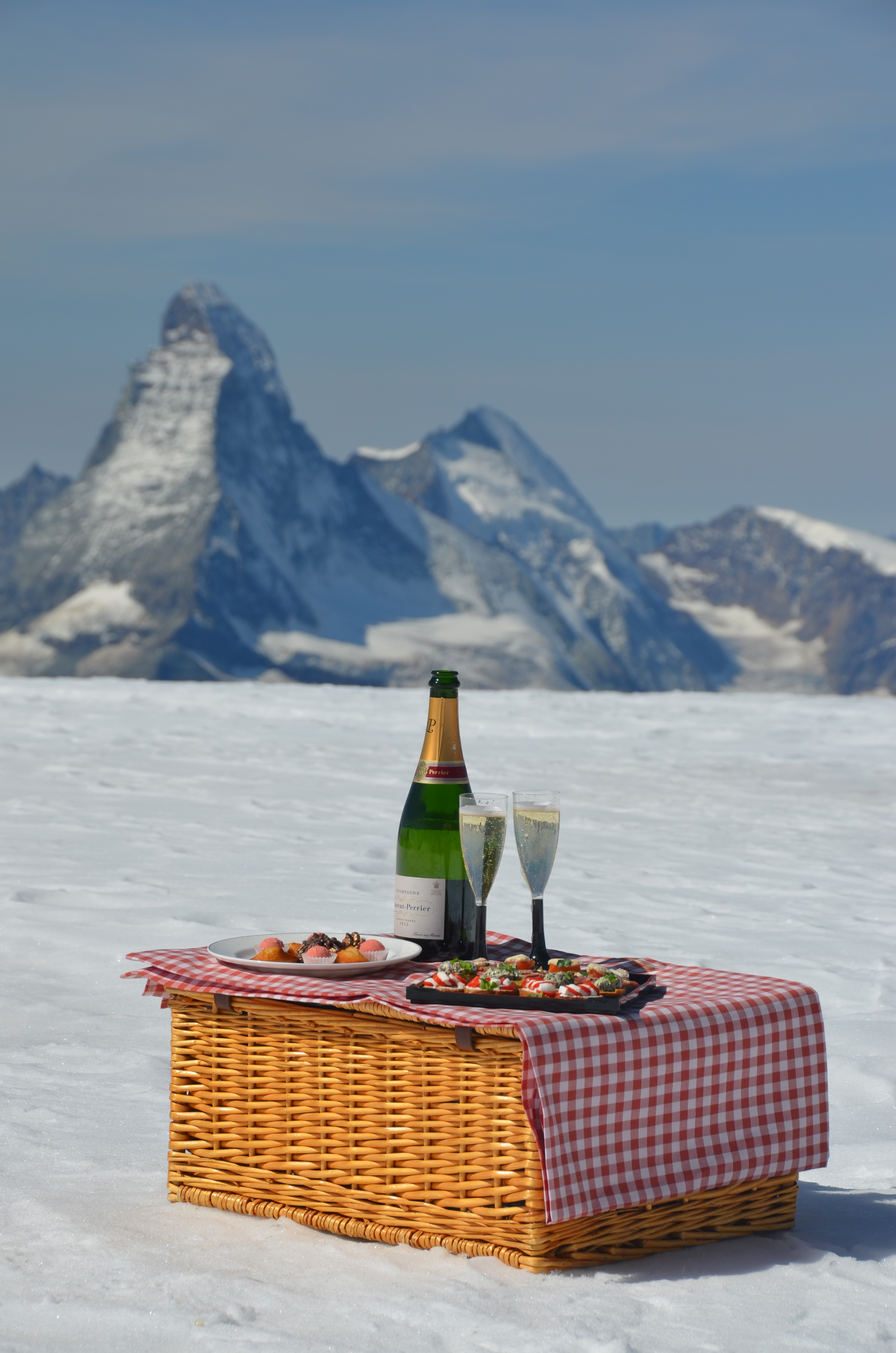 Guests can also have lunch 3,000 feet above sea level.