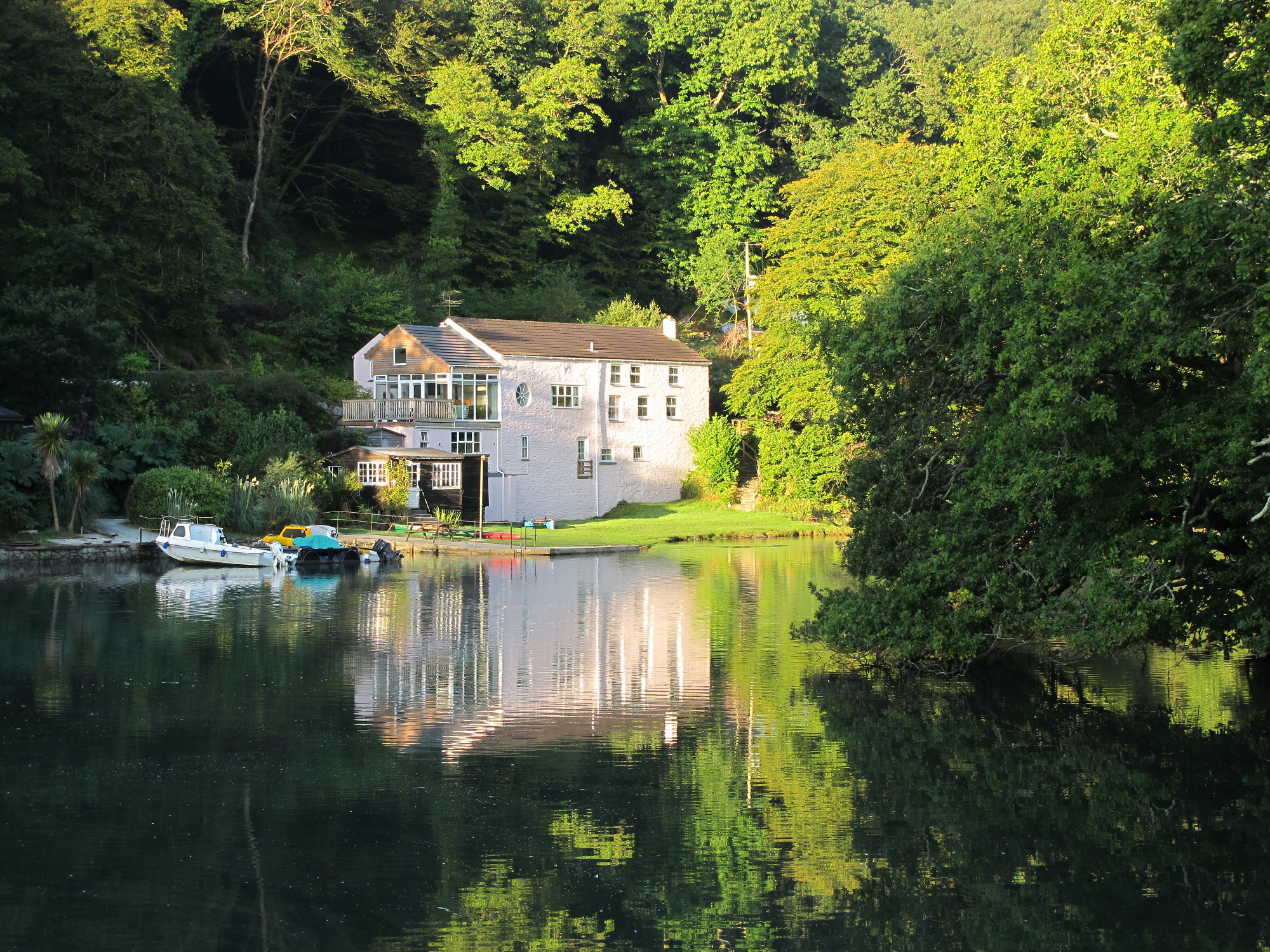 The Sawmills sits on the banks of The Fowey in Cornwall.