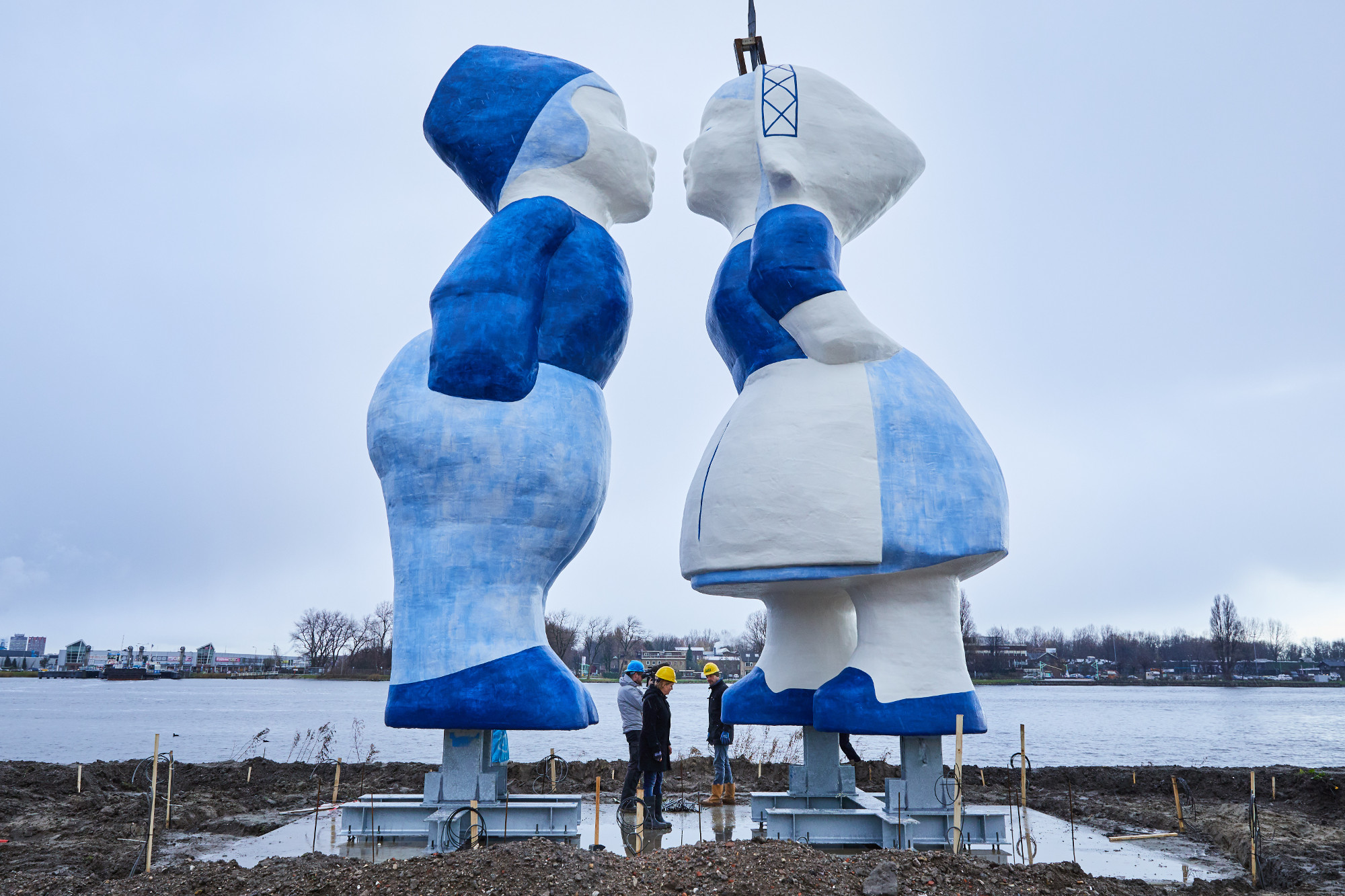 The Kissing Couple sculpture is installed in Amsterdam