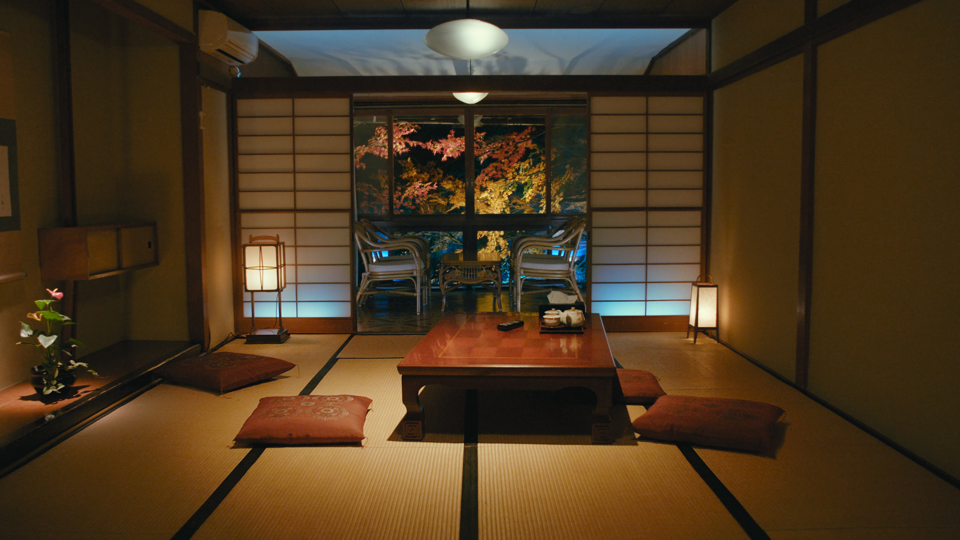 The ryokan also features self-driving tables and floor cushions.