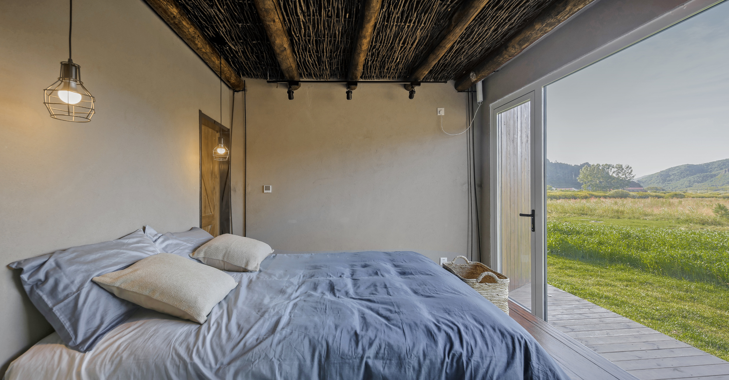 The accommodation offers uninterrupted views of the surrounding area.