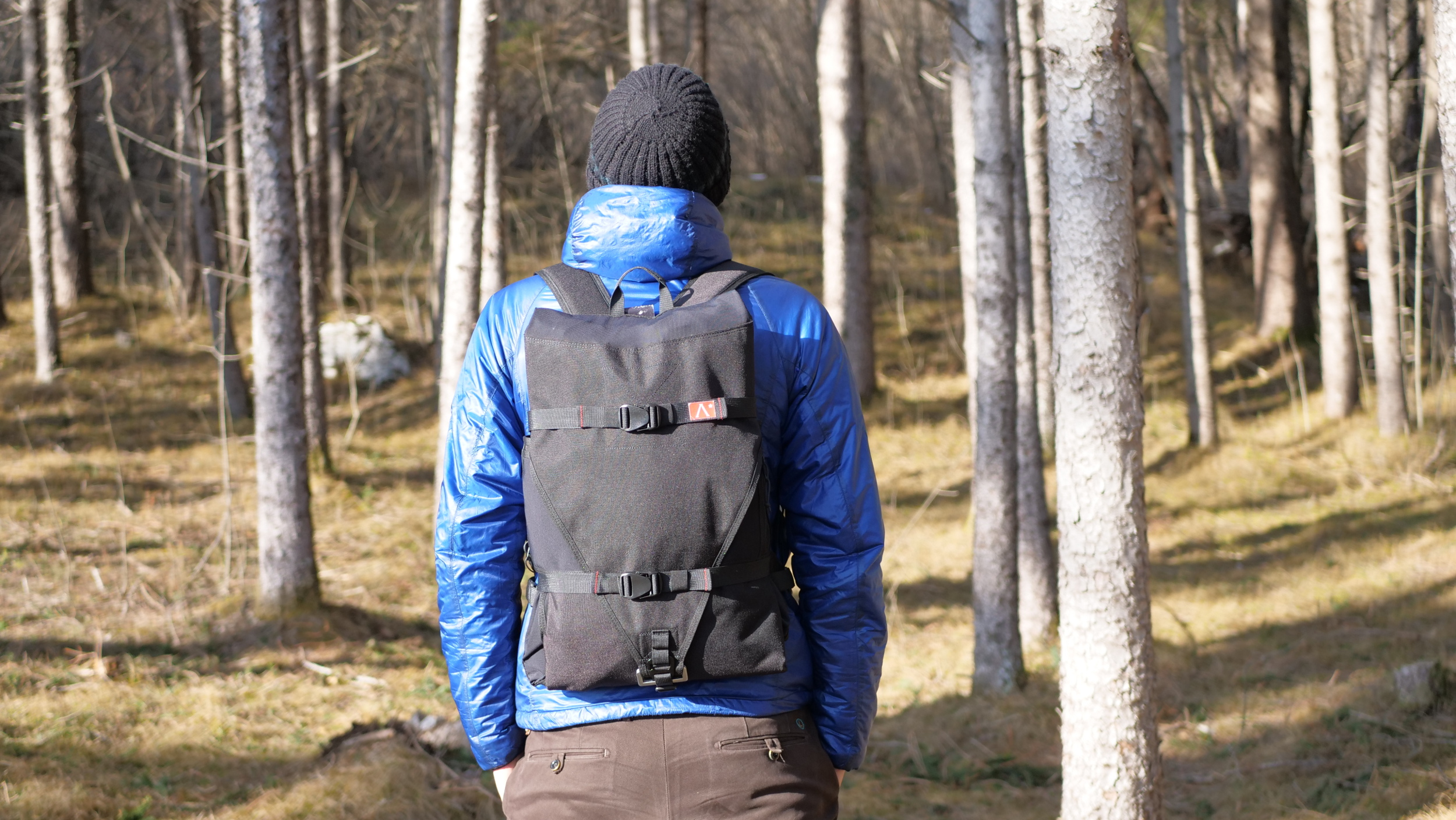 The hammock easily folds up into a backpack that can also hold 20 litres.