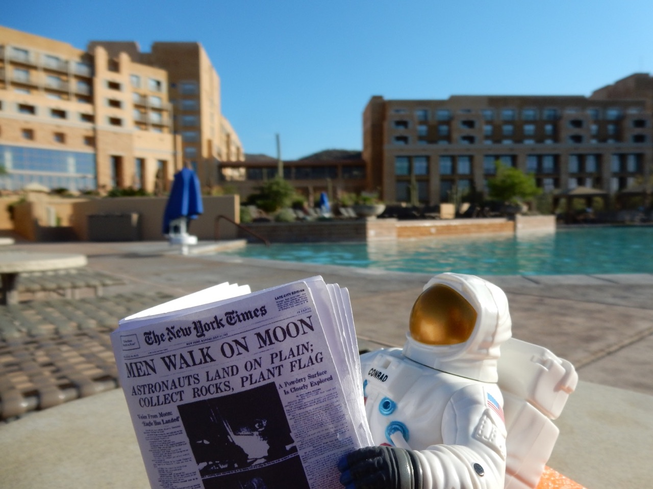 Pete chilling by the pool in Tucson, Arizona during Spacefest.